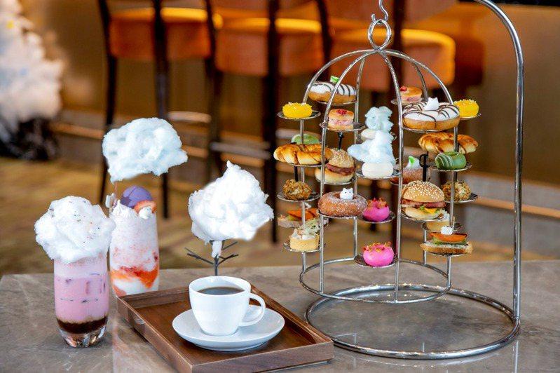 六福萬怡將雲朵下午茶再升級,推出甜甜圈限定版,再加上全新設計的2杯雲朵心情特調飲品。圖/六福旅遊集團提供