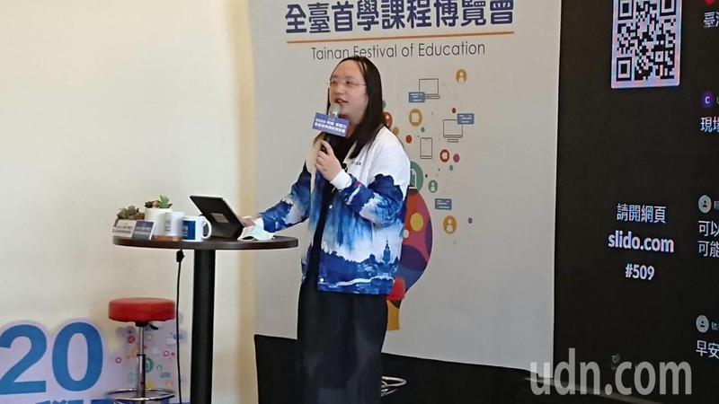政務委員今天參加台南教育局舉辦的全臺首學課程博覽會,暢談「台灣社會創新發展趨勢-對教育的啟示」。記者鄭惠仁/攝影