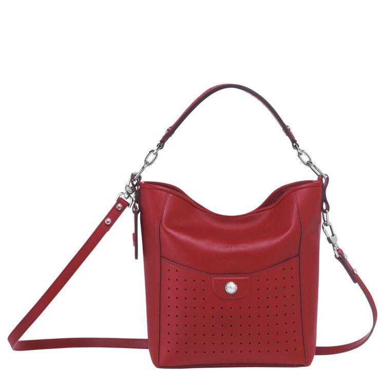 Mademoiselle Longchamp焰紅色水桶包,33,500元。圖/G...