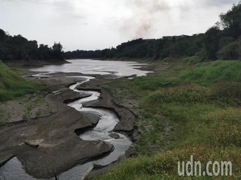 蘭潭水庫目前正值枯水期,但 嘉義地區六月底前可正常供水。記者卜敏正/攝影