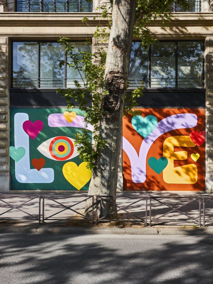 路易威登總部的彩繪藝術牆面有LOVE字樣。圖/LV提供