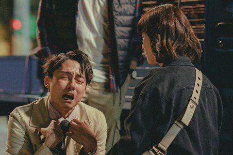 苗可麗、「大鶴」林鶴軒在華視「若是一個人」劇中飾演母子,2人第一次合作卻展現默契十足,大鶴開玩笑稱:「可麗姐髮型剛好跟我媽很像,很幫助我入戲。」苗可麗演技精湛,一開口就是媽媽的口氣,讓大鶴直呼「根本...