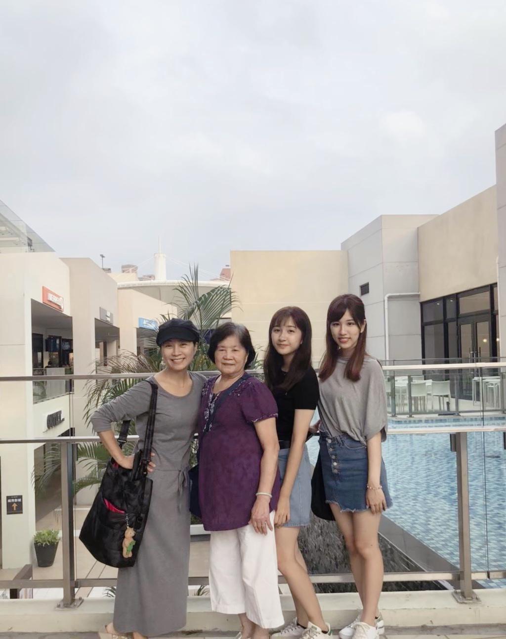 方文琳(左起)帶媽媽、2女兒三代同堂過母親節。圖/明悅整合行銷提供