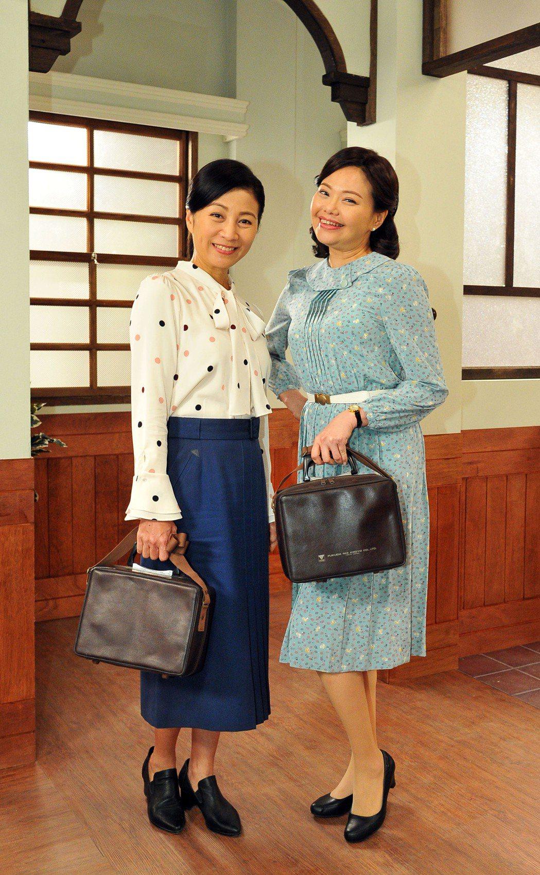 方文琳(左)、林嘉俐在「生生世世」戲中飾演助產士。圖/台視提供