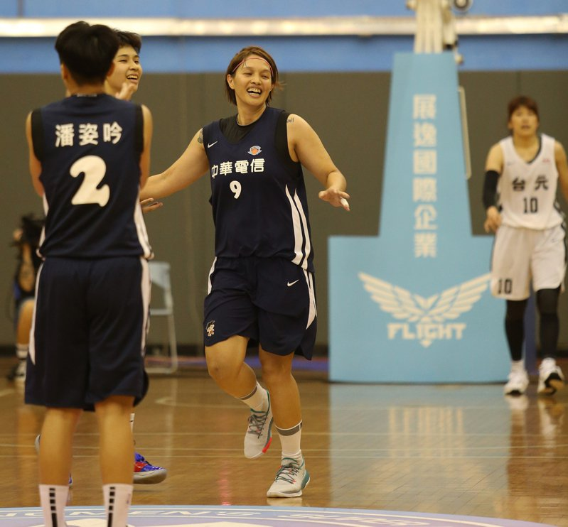 陽詩慧(中)。圖/中華籃球協會提供