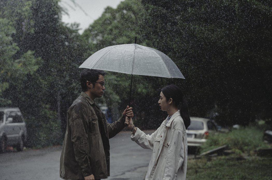李沐(右)在「誰是被害者」中飾演張孝全的女兒。圖/Netflix提供
