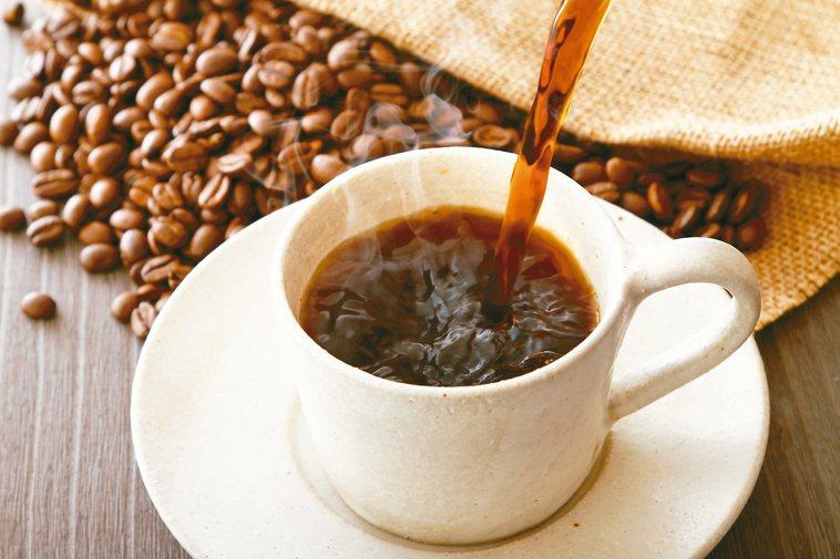 常見的兩種提神輔助品,咖啡和B群它們有什麼不一樣? 圖/123RF、pixaba...