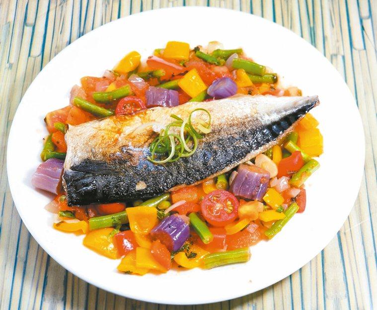 香煎鯖魚佐茄汁彩蔬醬 (2人份)
