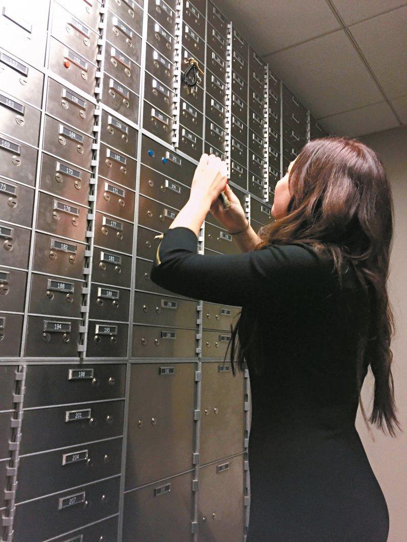 近期有銀行保管箱租金漲價,漲幅接近一倍,仍是一箱難求,許多客人一租幾十年。 圖/聯合報系資料照片