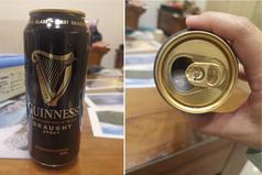 黑啤酒打開竟發現塑膠球? 內行網友解答:讓泡泡更綿密