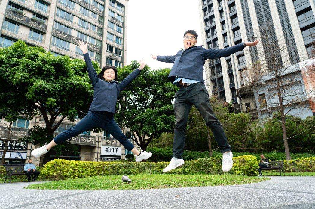 林秀佩(左)與蔡秦寧在威合威務不僅享受工作的成就感,也兼顧了家庭生活的品質。(圖...
