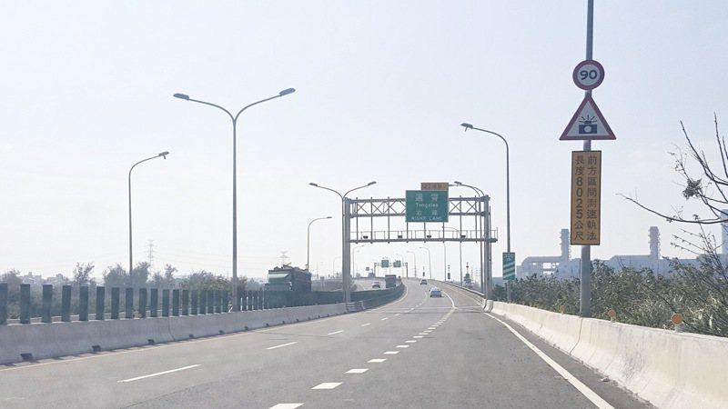 西濱快被戲稱是「窮人的高速公路」。 圖/聯合報系資料照片