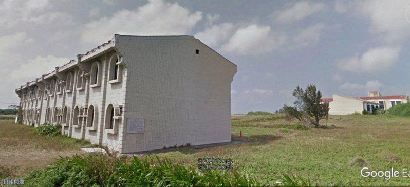 墾丁鵝鑾鼻活動中心共有7棟建築物,座落於基地範圍內,分別為中館、家庭套房、東館、南館、北館、污水處理廠、水塔。至今荒廢。圖片來源:Google Earth