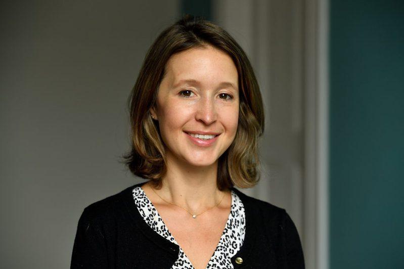 美國約翰霍普金斯大學土木暨系統工程系副教授賈德納(Lauren Gardner)和她指導的兩名中國博士生一同創建全球疫情地圖。取自約翰霍普金斯大學官網