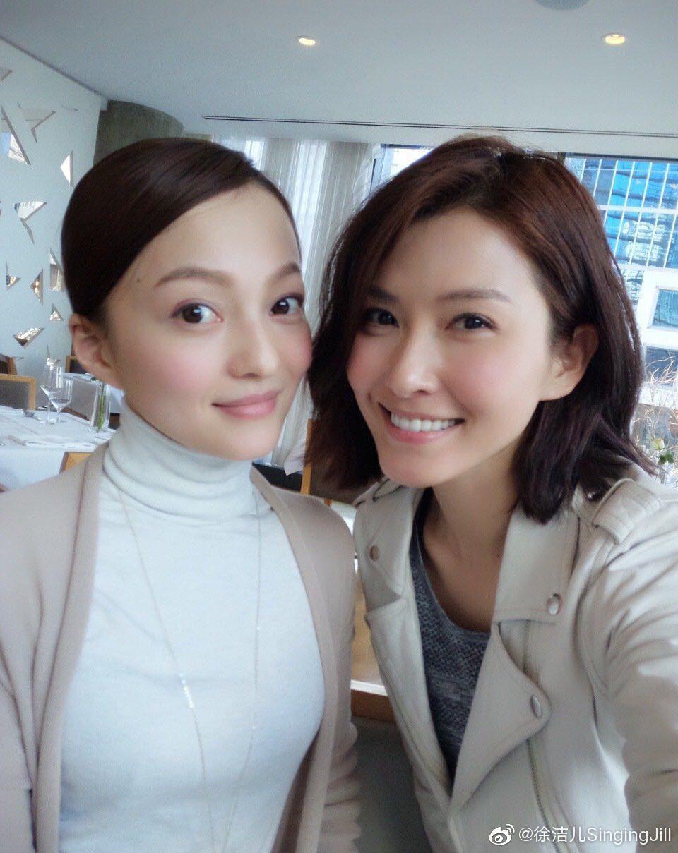 徐潔兒(右)向張韶涵喊話趕快約見面。圖/摘自微博