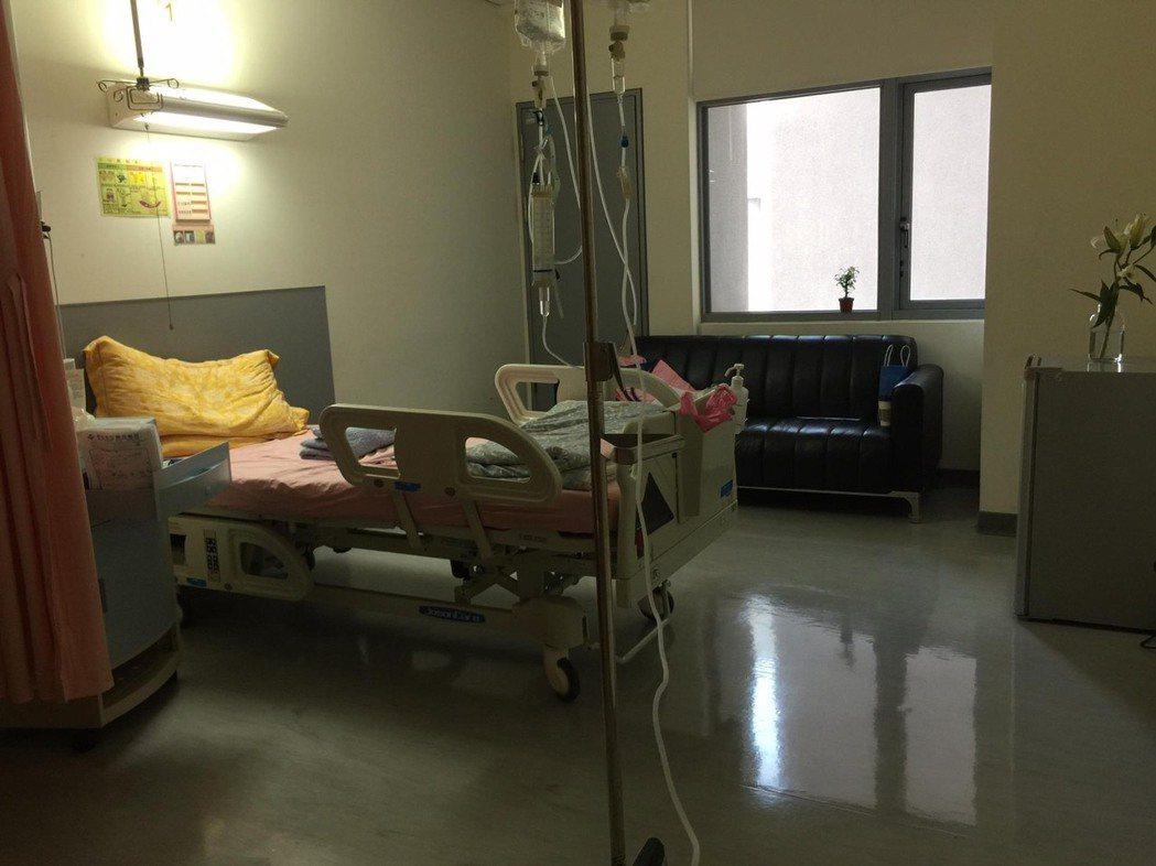 尹馨自曝長腫瘤住院。圖/翻攝臉書