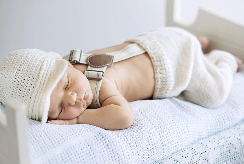 台中市一名4個月大男嬰今日午睡時,被保母發現無呼吸心跳,經急救後仍宣告不治。示意圖/Ingimage