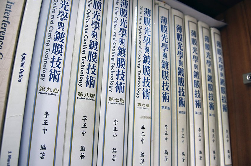 《薄膜光學與鍍膜技術》從1999年出版以來,已發行至第九版,被奉為光學薄膜界的圭...