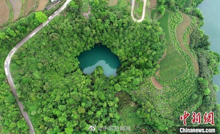 張家界「「天坑心湖」。圖/翻攝自微博