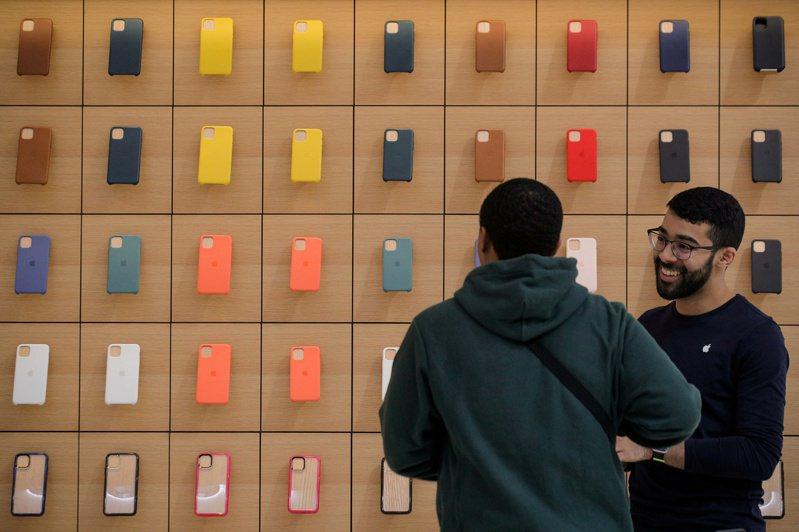 蘋果傳祕密來台砸百億元擴大投資,在竹科龍潭園區蓋新廠,鎖定Mini LED與Micro LED這兩大新世代顯示器技術,台廠概念股沾光。 路透