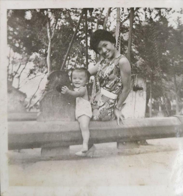 1961 媽咪與我在新竹公園 圖/張張提供