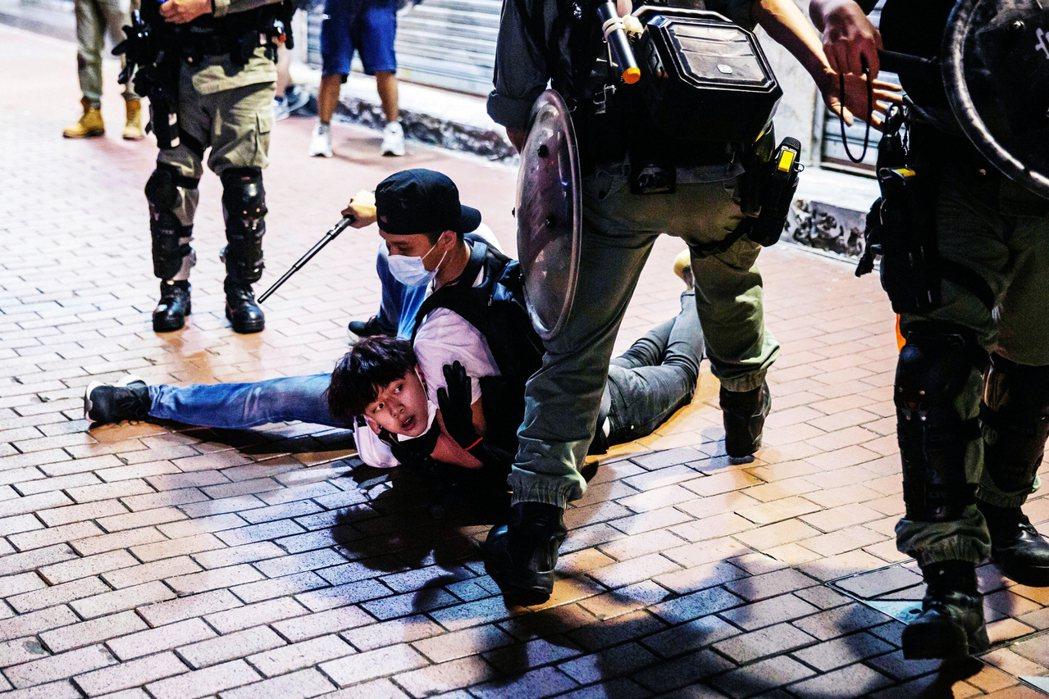 5月10日的母親節,甫重返生意的香港各大商場,也都湧入了港人自發抗爭「和你Sin...