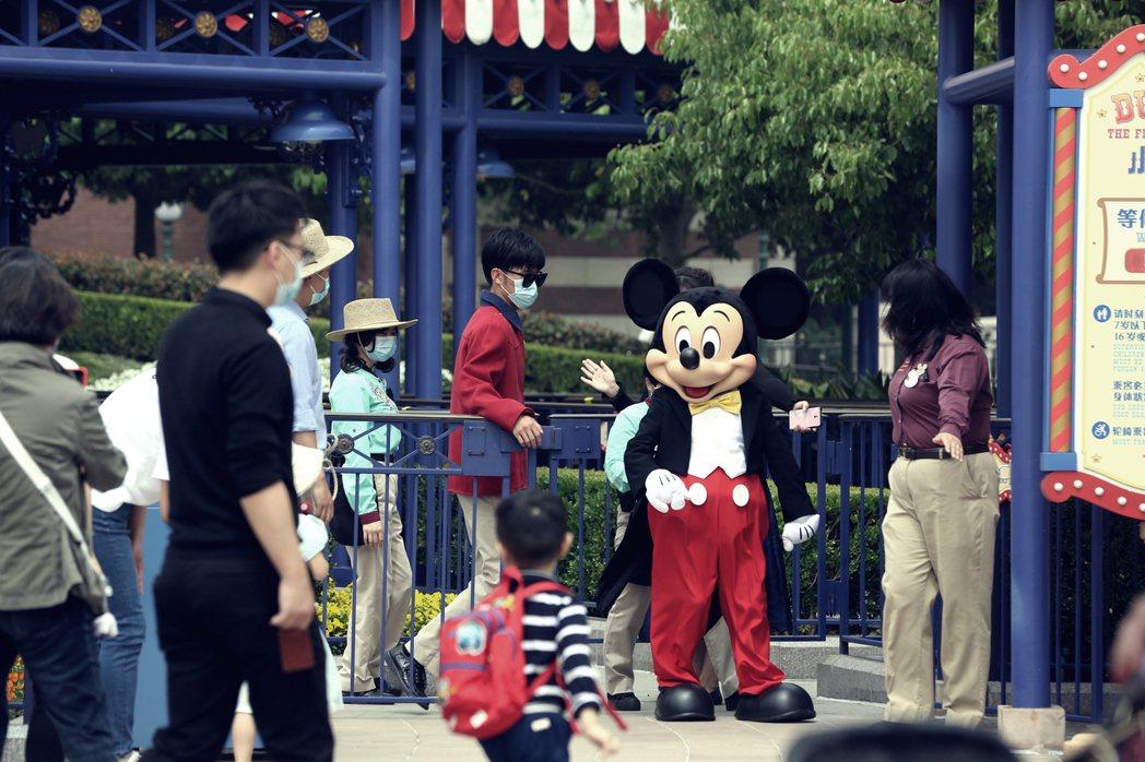 上海迪士尼的重啟營運,目前還處於敏感的實驗階段。 圖/歐新社