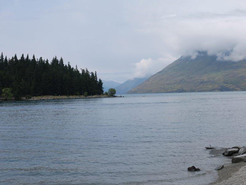 紐西蘭的皇后鎮(Queenstown)瓦卡蒂普湖(Lake Wakatipu)