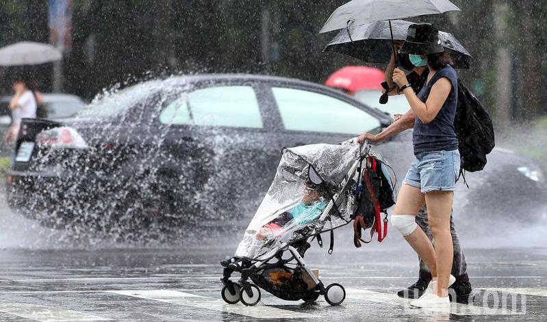 下周西南季風在南亞有發展趨勢,如果發展起來,台灣附近有機會較接近於典型的梅雨鋒面。本報資料照片