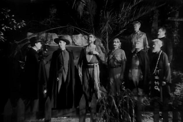 (★「懷舊片」專欄內容未經授權,不得轉載、摘編。) 好萊塢的怪物電影早在1930年代初期就來到一個高峰,科學怪人、吸血鬼、隱形人、活屍、木乃伊、狼人等先後登上大銀幕,各自取得不俗的成績,昔日「8大公...