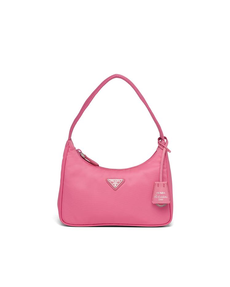 Re-Edition 2000 粉色Hobo包,21,500元。圖/PRADA提...