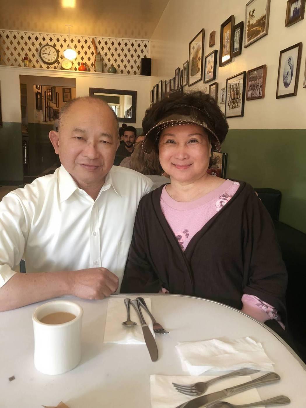 吳宇森(左)天天親自煲湯,為老婆開完刀調養身體。圖/倪有純提供