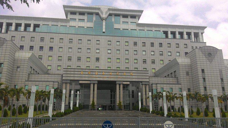 長照阿嬤指控劉姓男學員涉嫌襲胸,台南地院法官調查學員僅拍肩膀,判決無罪,全案可上訴。圖/本報資料照片