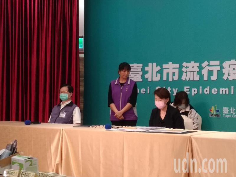 旺旺集團旗下品牌「水神」遭北市衛生局開罰66萬元。台北市衛生局長黃世傑(左一)表示,柯文哲曾問,為什麼其他縣市不罰?只有台北市開罰?記者林麗玉/攝影