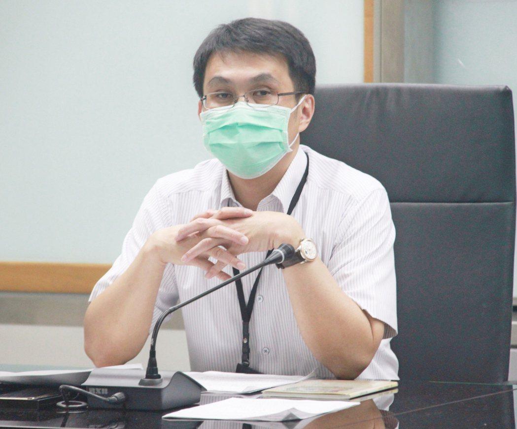 北市衛生局疾病管制科長余燦華說,正因部分家長擔心新冠肺炎感染,多避免進出醫療院所...