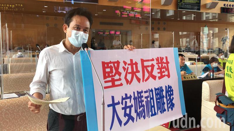 台中市議員張耀中表示,台中市100多個教會組織反對市府動用預算興建媽祖雕像。記者陳秋雲/攝影