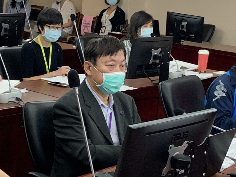 社會局長劉志光率隊赴議會工作報告。記者趙宥寧/攝影