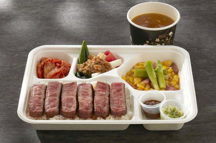 老乾杯所推出的「日本A5和牛上等牛排便當」,每盒999元,外帶879元。圖/乾杯...