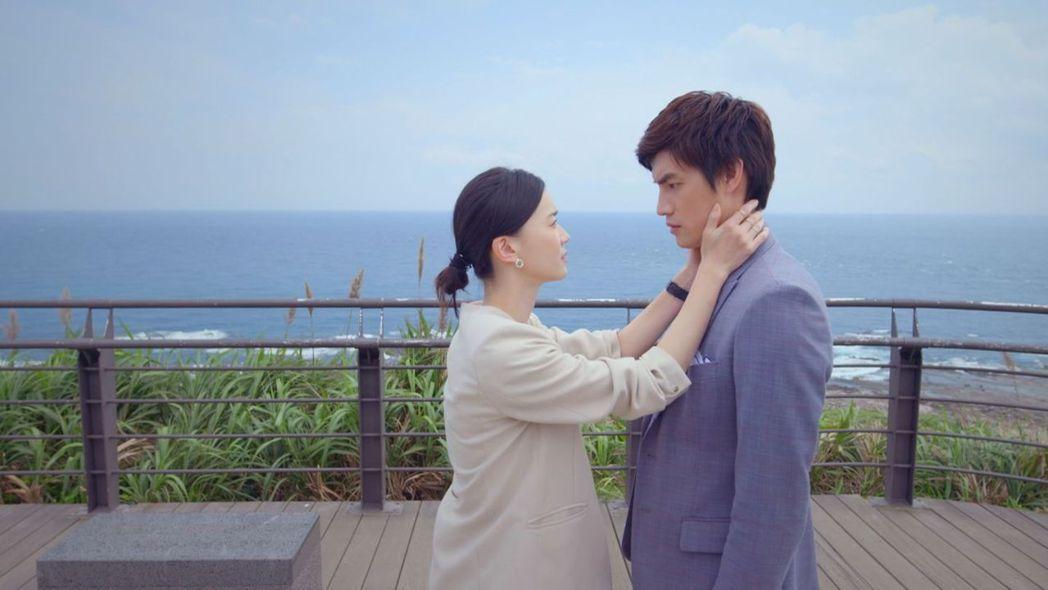 鍾瑶(左)劇中力挺愛人羅宏正。圖/台視提供