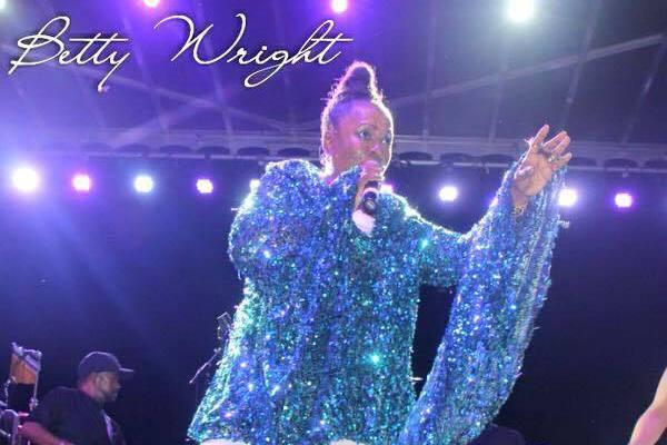 美國一代靈魂樂天后貝蒂萊特於10日傳出在邁阿密家中過世,享壽66歲,死因為子宮內膜癌,她的家人也證實此事,貝蒂曾唱紅過許多經典,包括「No Pain」、「Where Is The Love」等歌曲,...