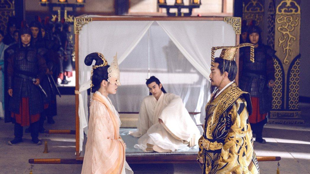 劉錫明(右)參演「白髮皇妃」。圖/中視提供