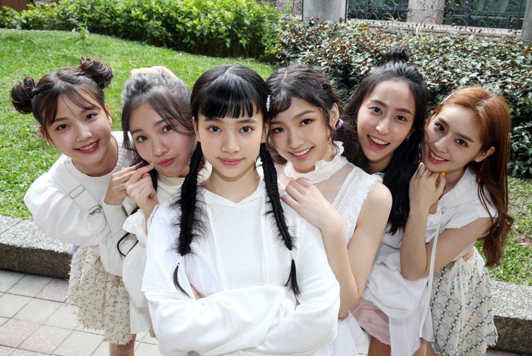 「PER6IX」成員林采婕(左起)、李紫嫣、馬瑋伶、申力安、彭名慧、王加瑄都還是
