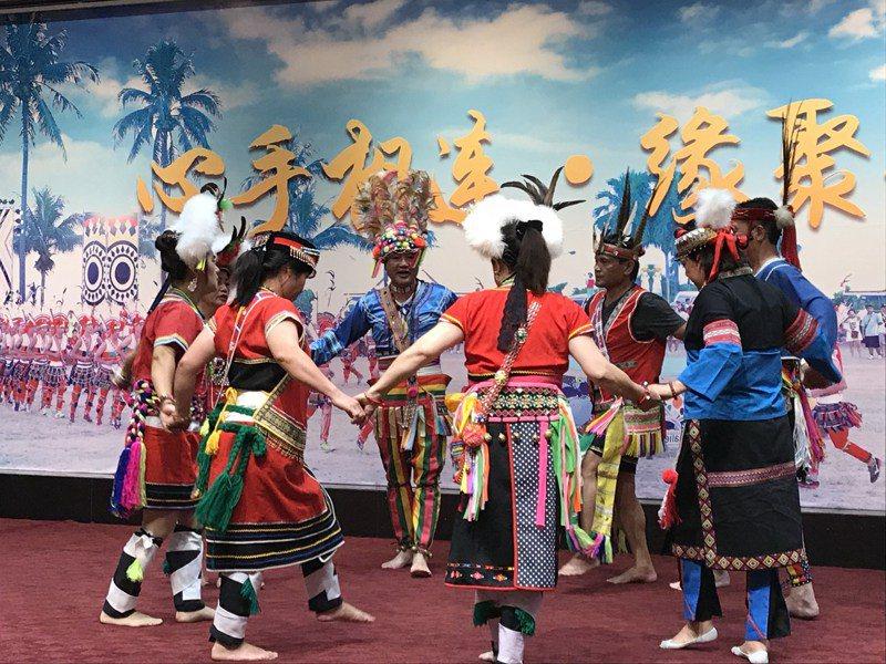 北京市台灣會館日前滿十周年,十年來已舉辦了超過500場的京台交流活動。圖為去年6月在台灣會館舉辦的京台兩地原住民聯誼活動,氣氛熱鬧。本報系資料照
