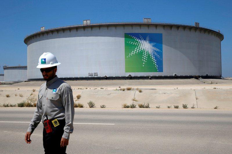 沙烏地阿拉伯國家石油公司(Aramco)儲油槽。路透