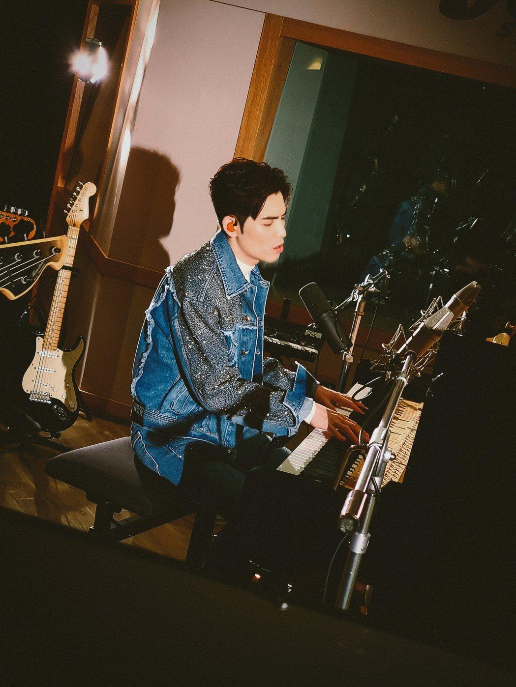 蕭敬騰帶來歌曲「披星戴月的想你」。圖/喜鵲娛樂提供
