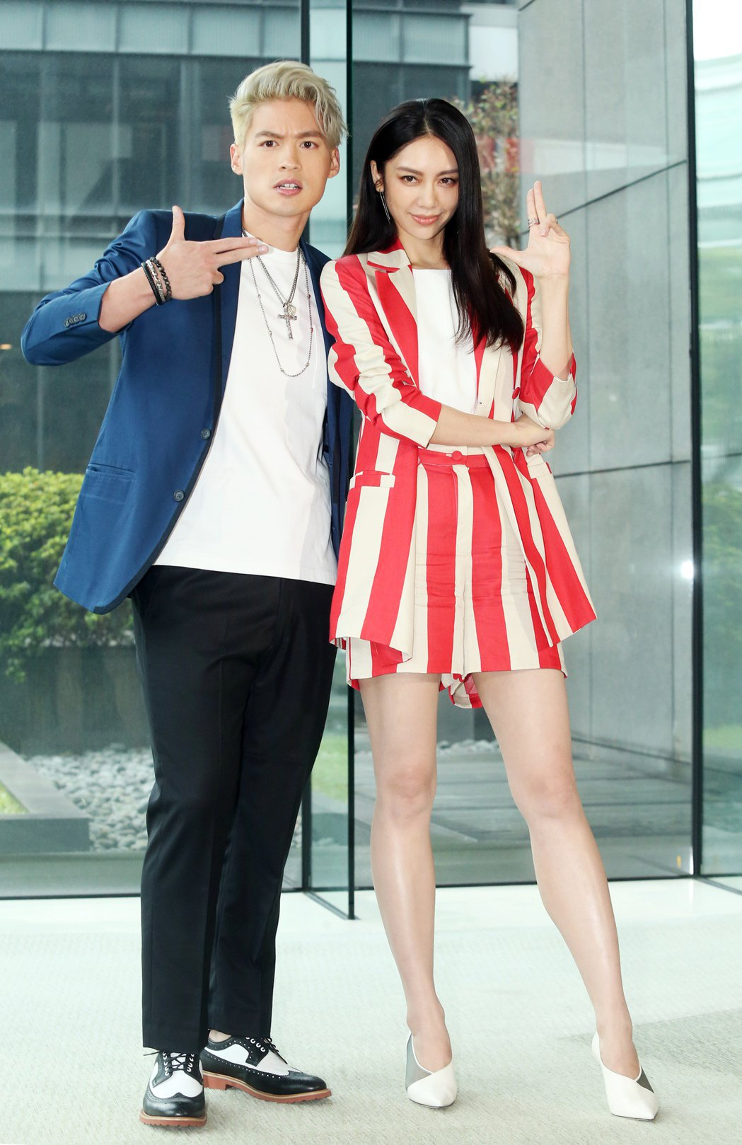廖奕璇(右)及許孟哲(左)昨天出席台視、三立新週日偶像劇《浪漫輸給你》第二波卡司...