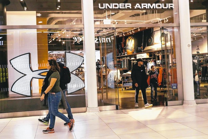 美國運動衣鞋品牌Under Armour(UA)上季淨營收下滑23%,且淨損幅度比市場預期大。 路透
