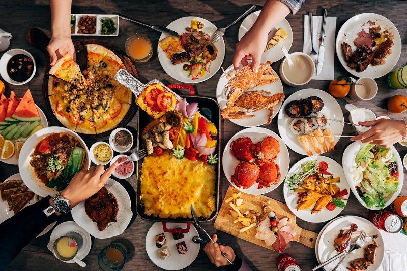 百宴自助餐廳,提供人氣招牌菜「爐烤嫩煎牛排」。 業者/提供