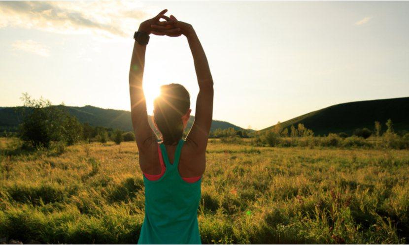 我們在做拉伸的動作時,可以透過「停留」而進一步拉開筋膜。 這是透過身體具備的「神...