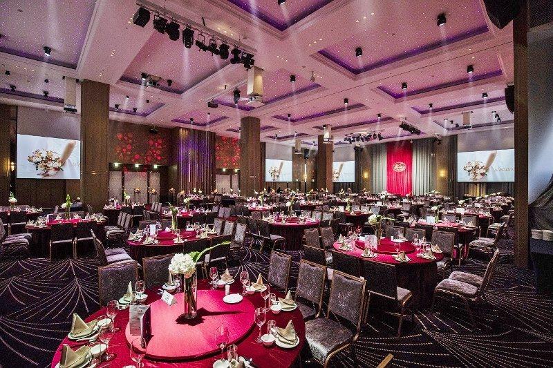 挑高七米二的凱達宴會廳,具備燈光、舞台效果,氣派大方。 業者/提供